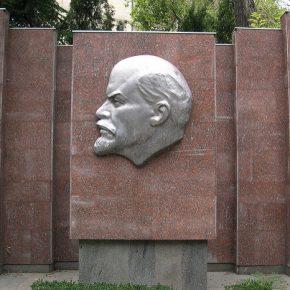 Monument to Lenin. Crimea, 2008.